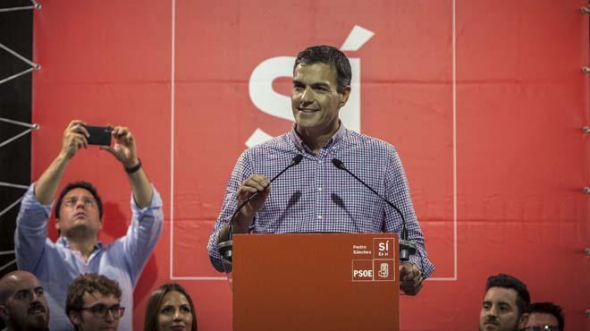 Pedro Sánchez ofrece a Patxi López unirse a su candidatura a las primarias