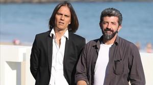 Alberto Rodríguez (derecha) y Rafael Cobos, en el festival de San SEbastián, donde han presentado los dos primeros capítulos de La peste