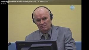 El exgeneral serbobosnio Ratko Mladic, durante una sesión del juicio contra él en La Haya, en una captura de vídeo de archivo del 3 de junio del 2011.