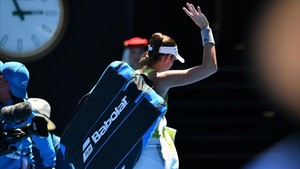 jcarmengol41650194 spain s garbine muguruza leaves the court after her defeat a180118091722