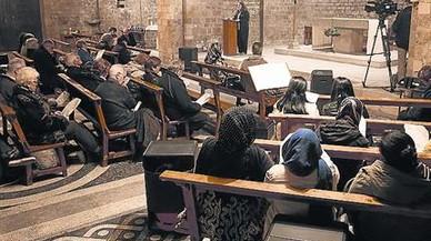 Acto interreligioso en la iglesia de Sant Pau del Camp de Barcelona.