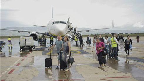 Arriba el primer vol regular a l'aeroport de Castelló