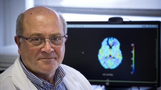El neurólogo Antoni Dávalos, en el servicio de tratamiento del ictus del Hospital Germans Trias i Pujol, Can Ruti, de Badalona.