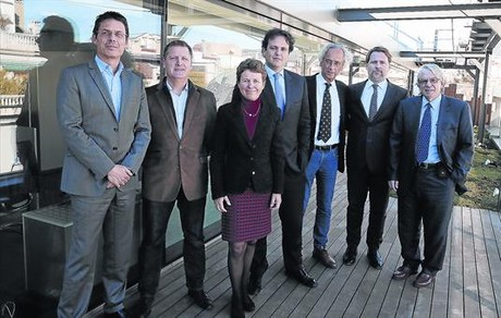 EN GRUP. D'esquerra a dreta, Jordi Naval, Christian Brander, Karen Wagner (Ysios), José Antonio Mesa, Bonaventura Clotet, Josep Lluís Sanfeliu i Josep Maria Gatell.