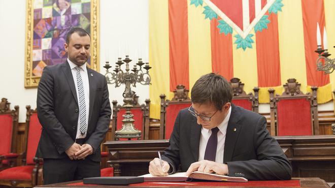 El conseller de Just�cia, Carles Mund�, anuncia la puesta en marcha de un nuevo juzgado en su visita a Terrassa.