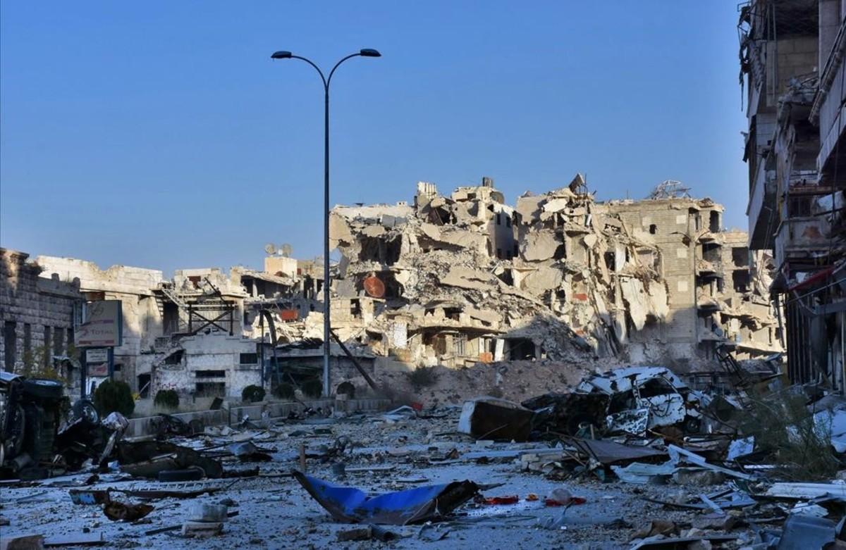 Edificis destruïts pels bombardejos, al barri de Bustan al-Baixa d'Alep (Síria).