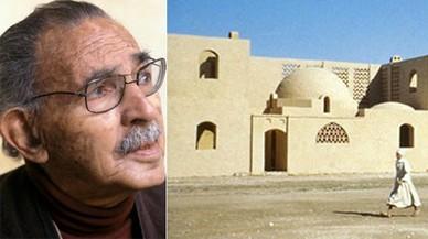 El arquitecto egipcio Hassan Fathy y un detalle de Nueva Gourna, en Egipto.