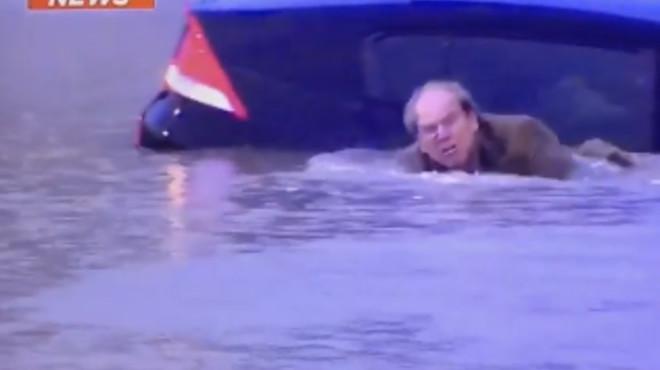 Un reporter rescata un conductor que s'ofegava en unes inundacions a Houston