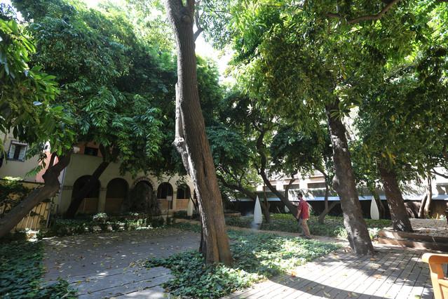 Un oasis cerca de la rambla for Casa jardin barcelona