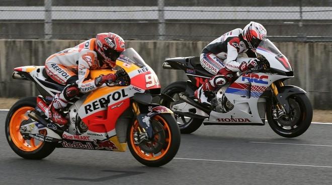 Marc Márquez y Fernando Alonso, con la Honda de MotoGP.