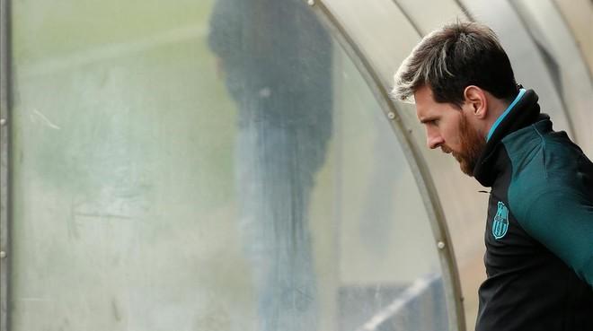 Messi entra en la ciudad deportiva de Sant Joan Despí antes del duelo con el Borussia.