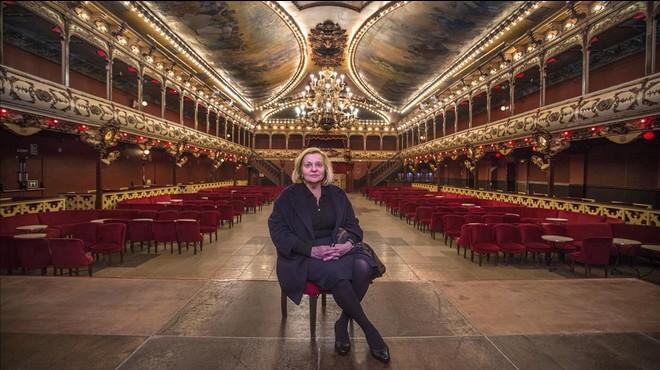 Mercedes March, propietaria de La Paloma, en el escenario de la sala de baile del Raval, el martes por la ma�ana.