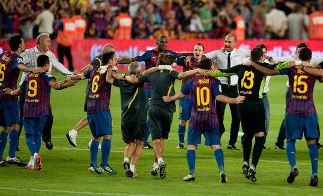 Los jugadores azulgranas celebran el triunfo en la final de la Supercopa ante el eterno rival.