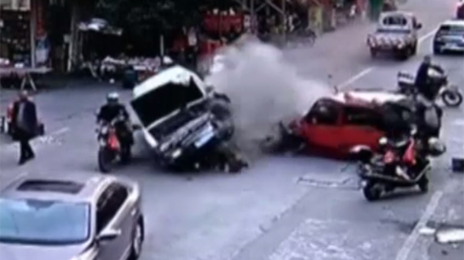 VÍDEO: Aparatoso accidente de una furgoneta sin frenos en China