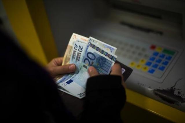 Cae una banda que falsific 250 tarjetas desde cajeros de barcelona for Dinero maximo cajero