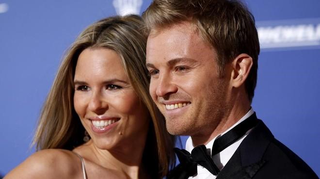Vivian, esposa de Nico Rosberg, junto al campeón