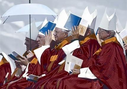 Bisbes durant la cerimònia de beatificació de 522 màrtirs celebrada diumenge a Tarragona.