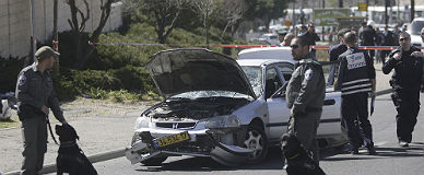 Agentes israel�s, en el lugar de los hecho, hoy en Jerusal�n.