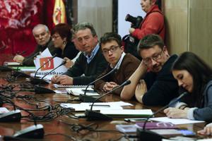 Xavier Domènech (derecha), flanqueado por Irene Montero, Íñigo Errejón y Joan Baldoví, durante una reunión con el equipo negociador del PSOE.