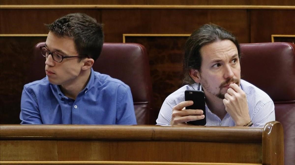 Pablo Iglesias e Íñigo Errejón, en el hemiciclo.