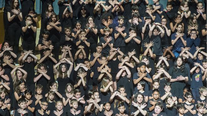 45.000 escolares de Catalunya interpretan la Cantània 2016. Babaua: Les desventures de Mimí en ell Auditorio,