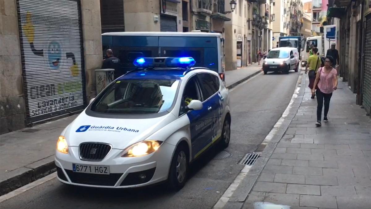 Operación policial contra la venta de droga en el Raval