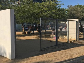 El patio de la escuela Artur Martorell, abierto al público hasta el domingo.