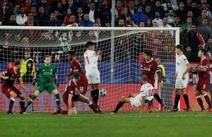 Pizarro marca el tanto del empate sevillista en el tiempo añadido
