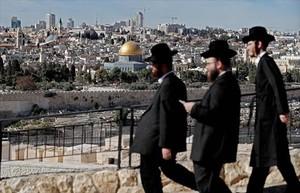 Ultraortodoxos 8Israelís en el Monte de los Olivos de Jerusalén, ayer.
