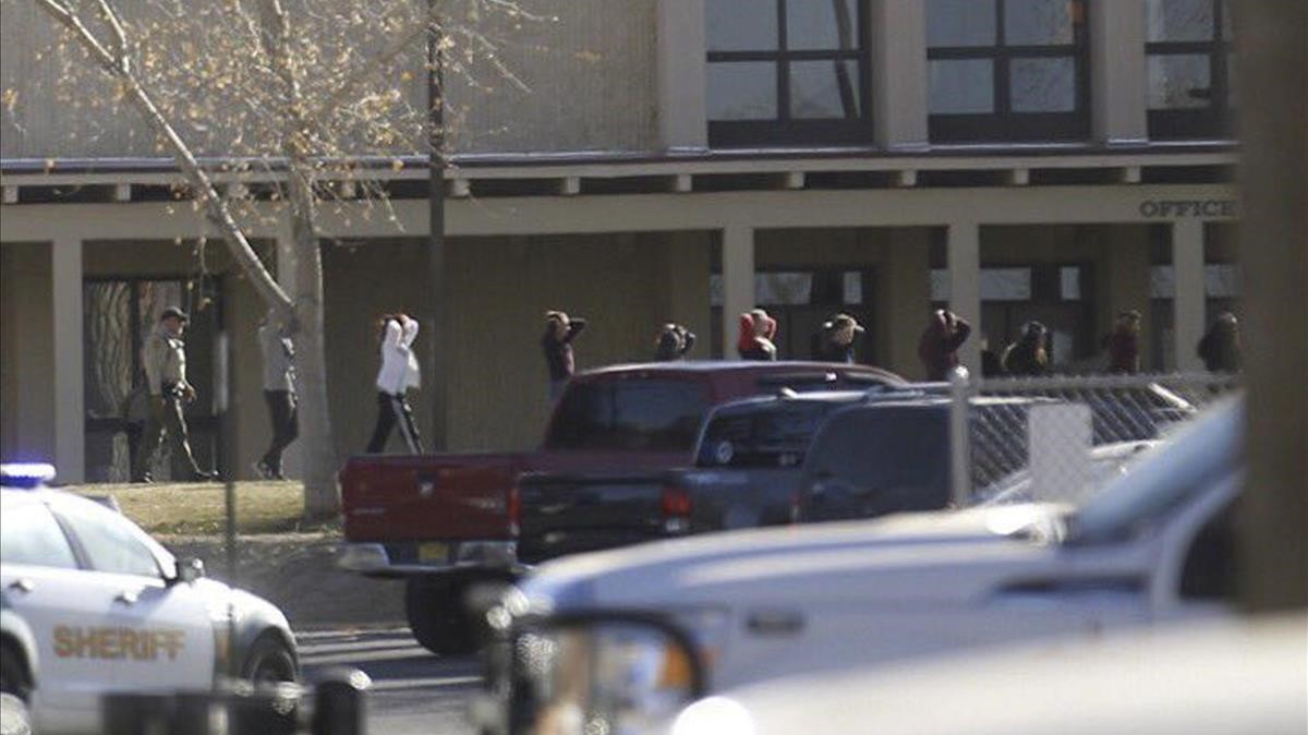 zentauroepp41229787 students are led out of aztec high school after a shooting t171207184921