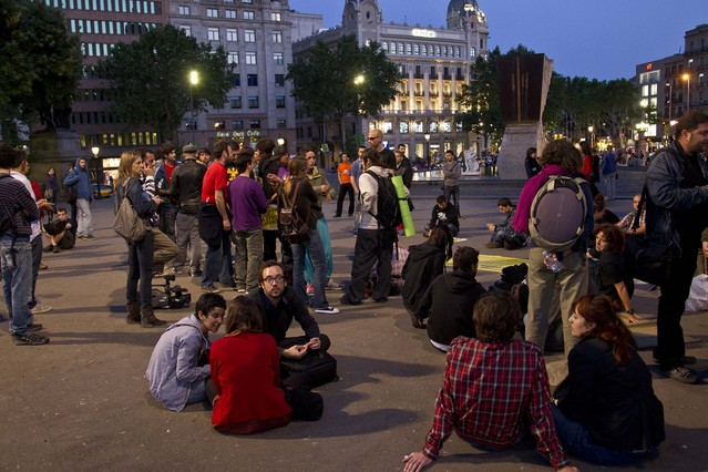 Los jóvenes de la acampada de Barcelona quieren seguir en la plaza de Catalunya hasta el domingo