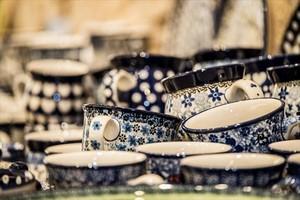 Platos, tazas, bandejas... En Blue Pottery puedes pasarte a la porcelana y renovar toda la vajilla.
