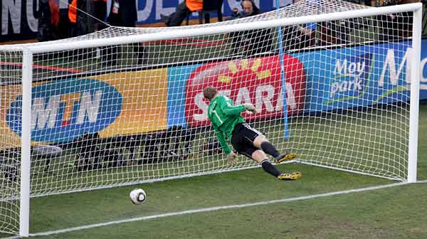 El golazo que casi marca Hans-G�nter Bruns al Bayern de Munich.