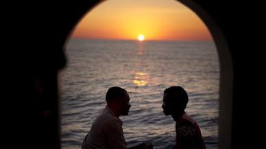 Inmigrantes sudaneses despues de ser rescatados por la ONG Proativa Open Arms en aguas de Líbia.