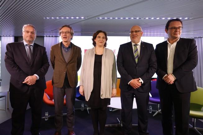 De izquierda a derecha, Constantí Serrallonga, Jose María Lassalle, Ada Colau, Jordi Baiget y Aleix Valls, en la presentación de la actividad de la fundació Mobile World Capital en el Mobile World Congress 2017 de Barcelona.