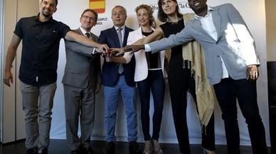 De izquierda a derecha, Javier Illana, Jaume Gir�, Alejandro Blanco, Carolina Pascual, Mihaela Coibanu y Joan Lino, este martes en CaixaForum Madrid.