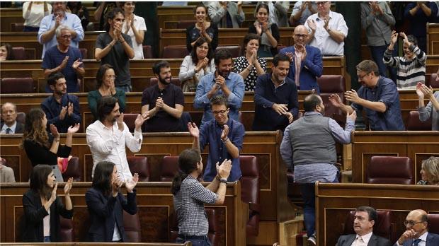 Joan Mena deja en evidencia a Toni Cantó hablando de la educación pública en Catalunya