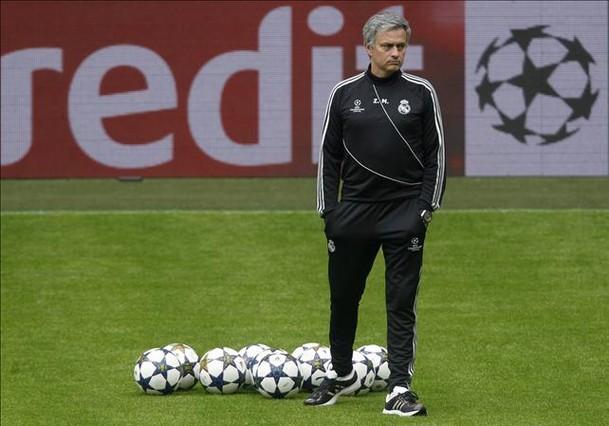"""Mourinho: """"Me gustar�a que el f�tbol hiciera justicia con esta gente"""""""