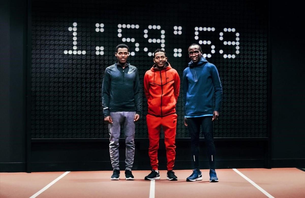 Tres atletes africans intenten enderrocar el mur de les dues hores a la marató
