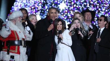 Los Obama celebran la llegada de la Navidad cantando con Eva Longoria y Marc Anthony.