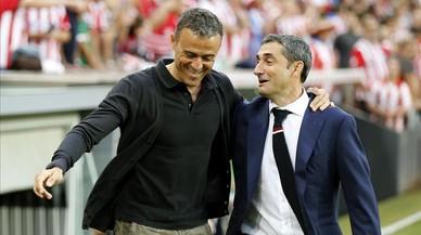 Luis Enrique y Valverde se saludan en San Mamés.