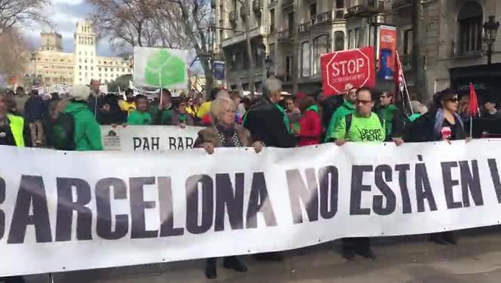 Manifestación de barceloneses contra el turismo, en la Rambla.
