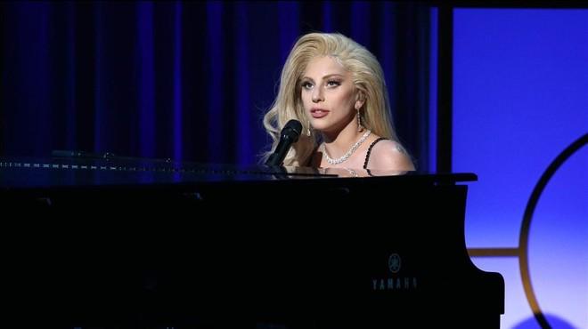 Lady Gaga amenitza la gala dels Premis del Sindicat de Productors