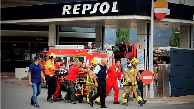 Un muerto y un herido grave en un incendio en una gasolinera de Sant Sadurní d'Anoia