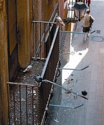 Una finca pública de Ciutat Vella se degrada a la espera de un uso social