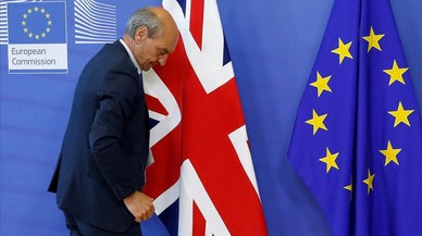 Londres planeja mantenir la lliure circulació per als ciutadans de la UE però restringir el dret al treball
