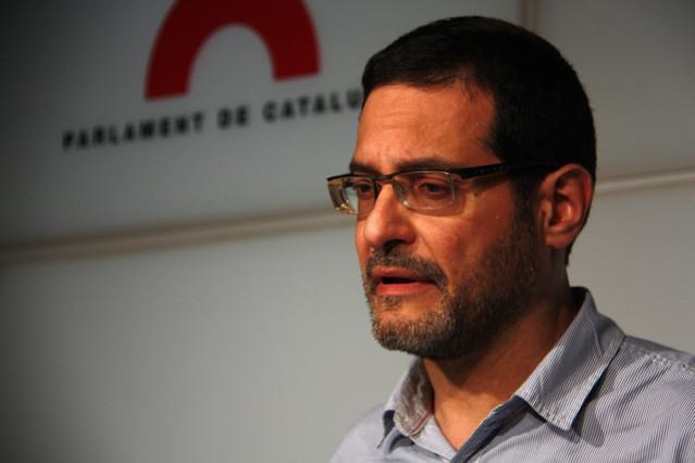 El secretari general d{ICV}, Josep Vendrell, en la roda de premsa