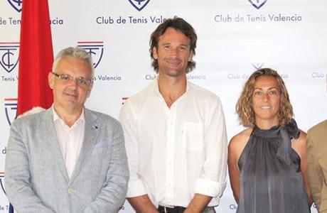 Jos� Luis Esca�uela, Carlos Moy� y Gala Le�n, en la presentaci�n de la extenista adrile�a como directora t�cnica de la Federaci�n Espa�ola de tenis.
