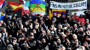 mtlopez33329011 far right football hooligans chant slogans as they160327164057