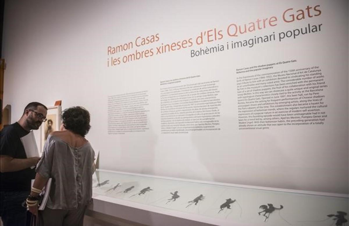La vitrina con las sombras chinescas de Casas, en la exposición del MNAC.